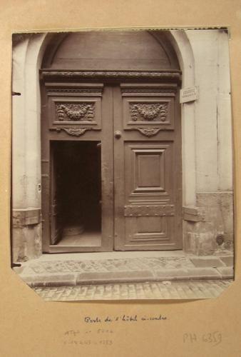 Porte d'un hôtel, 13 rue Champollion (ancienne rue des Maçons), 5ème arrondissement, Paris | Paris Musées