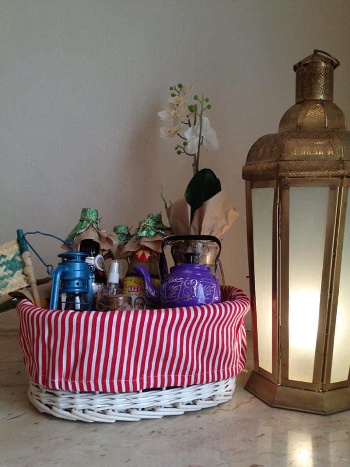 Pretty Ramadan baskets via instagram account @Ramadan_basket! Thanks @ilsul6ana for sharing! http://www.ilsul6ana.com/2012/07/10/ramadan-basket/#more-71815