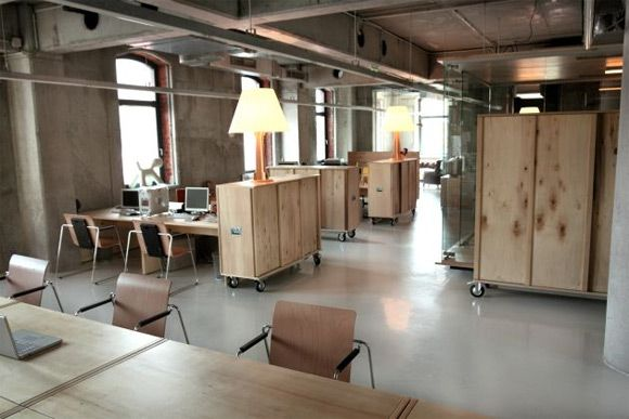 30 Examples of Creative Wooden Office Interior Design | Inspiration
