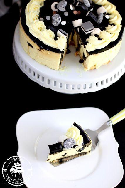 Tämä ihana lakritsi-sitruunahyydykekakku maistuu ihanan raikkaalle ja makupari on mitä parhain. Delicious licorise lemon cake recipe for everybady who loves licorise. Black and yellow cake with lemon curd.