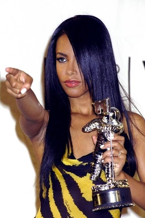 Looks like Aaliyah has purple hair.