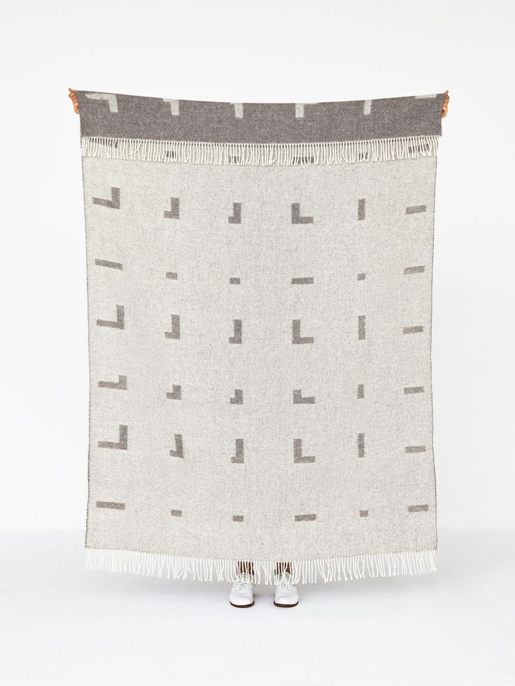 Iota blanket light brown