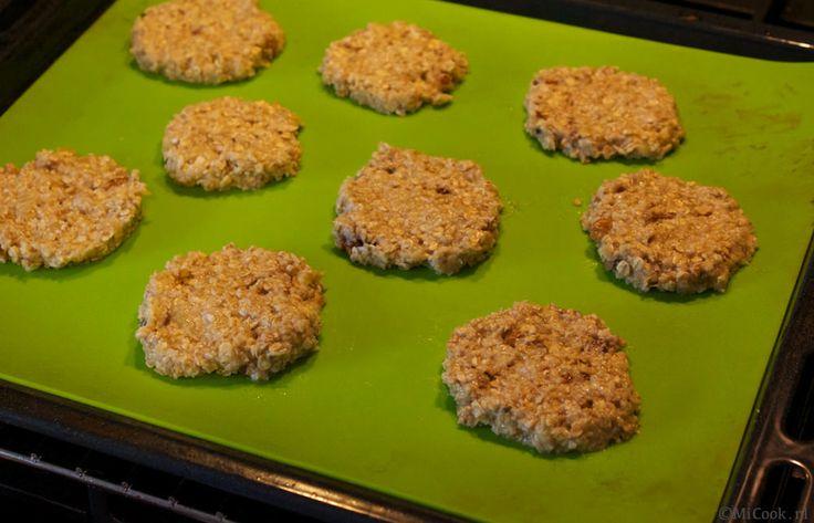 Hmmm. Banaan-havermout koekjes met kokos, nootjes en honing.
