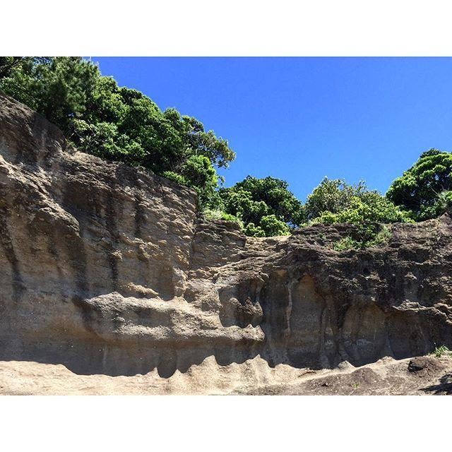 【naka.kenichi】さんのInstagramをピンしています。 《天神崎 #天神崎 #田辺 #海 #海岸 #岸壁 #ocean #sea #空 #青空 #雲 #岩 #山 #森 #ナショナルトラスト #ナショナルトラスト運動 #rock #mountain #forest #cloud #sky #blesky #insta_wakayama #wakayamagram》