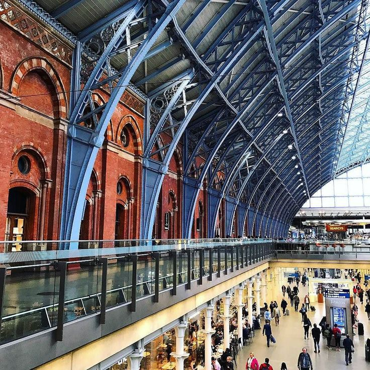 In London again#london #stpancras #people #londonluxury #londoner #trainstation #architecture #postmodern #structure