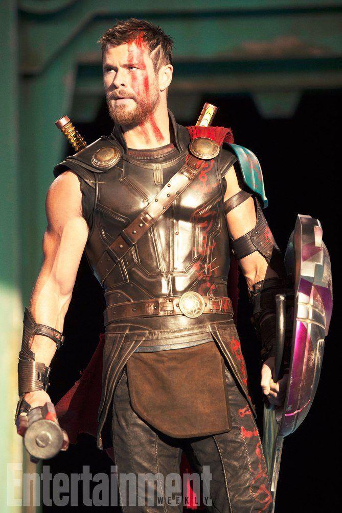 Thor's new look in Ragnarok! HIS LOCKS NOOO