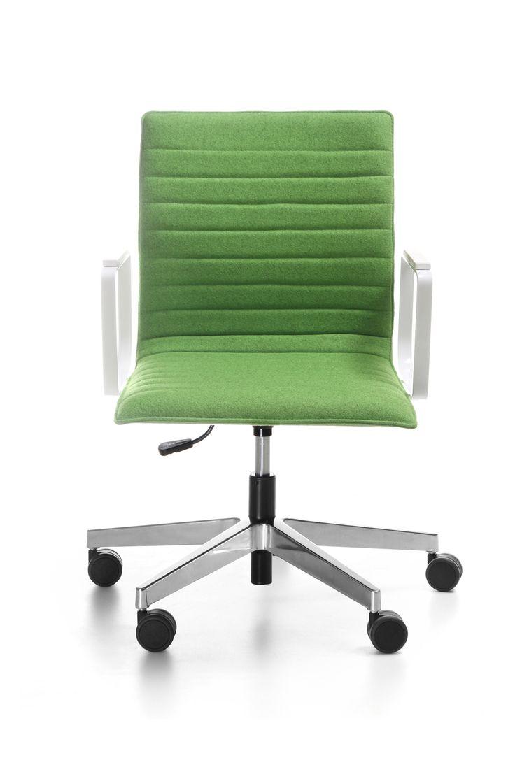 Linia Orte 3DH to kontynuacja kolekcji Orte, różniąca się sposobem tapicerowania. Cechą charakterystyczną są poziome przeszycia na tapicerce.  Rozwinięcie kolekcji o modele 3DH daje szerokie możliwości aranżacyjne i umożliwia projektowanie spójnych wnętrz biurowych, konferencyjnych i publicznych. #bejot #lobos #krzesło #biuro #meblebiurowe #meble #furniture #work #design #chair #wnętrza