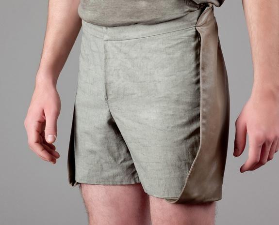 Short détails cuir Khaki Steffie Christiaens en vente chez L'Exception: Shorts Détail