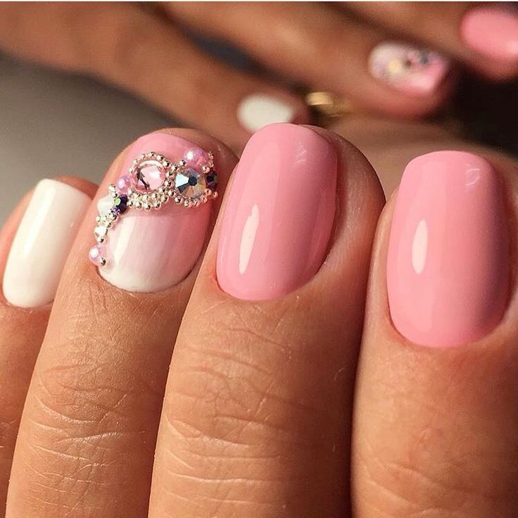 Evening nails, Fashionable gradient nails, Gentle gradient nails, Gradient nails with a transition, Ideas of gradient nails, Nails with rhinestones, Nails with stones, Obmre nails