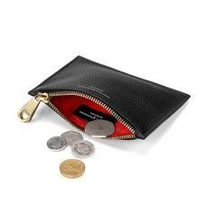 Small Essential Flat Pouch in Black Pebble. Elegant klein nieuw portemonneetje