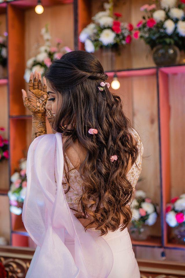 Sister Of The Groom Style Meet Vaibhavi In 2020 Sister Of The Groom Engagement Hairstyles Mehndi Hairstyles