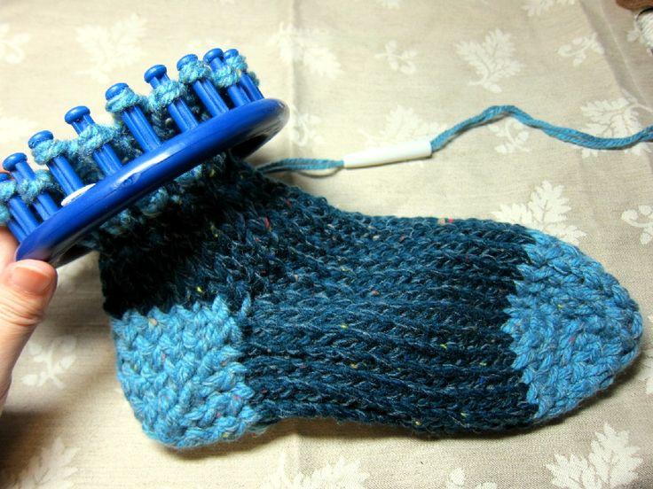 Loom Knitting Patterns For Slippers : 1000+ ideas about Slipper Socks on Pinterest Knit slippers, Crocheted slipp...