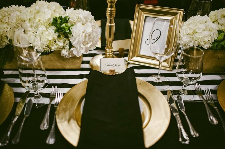 Black and gold table setting #placesetting
