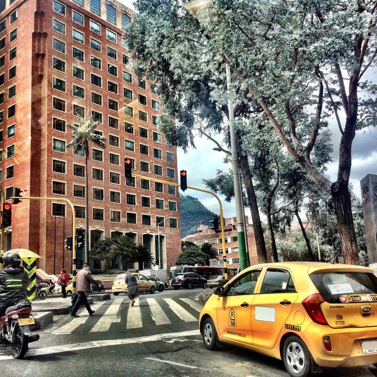 A mitad de #semana los saludamos desde la Calle 72 con 7, límite entre los barrios #nogal # rosales y #quintacamacho