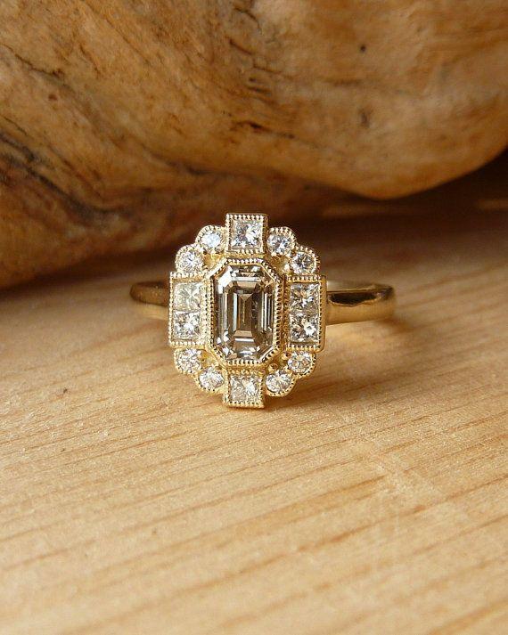 Emerald Cut DiamondHaloRing Kaution von kateszabone auf Etsy, $1000.00