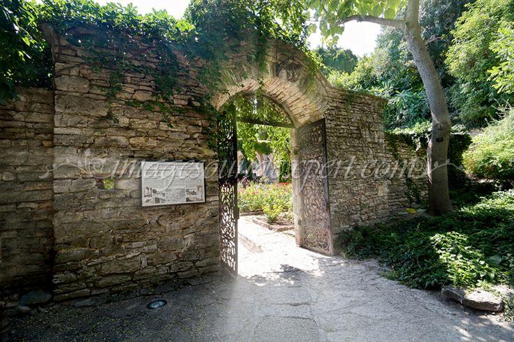 Intrare in Gradina Ghetsemani-Balchik / Entry in the Ghetsemani garden-Balchik   Eintrag in der Ghetsemani garten-Balchik / entrée dans le Ghetsemani jardin-Balchik