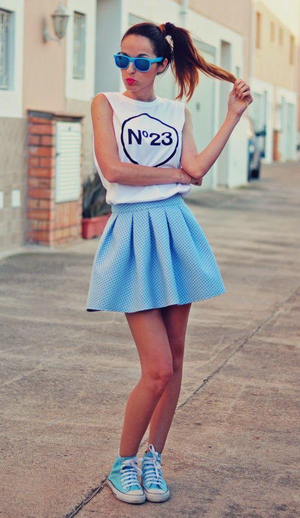 Tendencia azul pastel 25-4-2014  Camiseta: Nº23 / Falda: BERSHKA / CONVERSE / Gafas: HM
