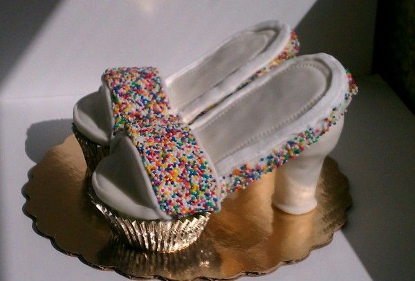 TUTORIAL SHOES CUPCAKES USIN RICE KRISPY (MORE STRONG)