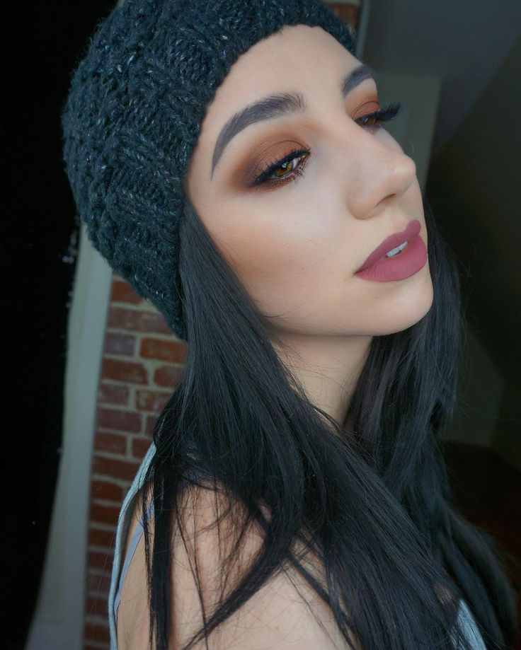 Anyone else wear the same beanie every day in fall? I'm such an outfit repeater [ @kokolashes Queen B @tartecosmetics @grav3yardgirl Swamp Queen @toofaced Better Than Sex Mascara LIPS @anastasiabeverlyhills Lipstick in Allison SKIN @tartecosmetics Shape Tape Concealer & Hybrid Gel Foundation @anastasiabeverlyhills Stick Foundation Fawn to contour @katvondbeauty Shade & Light Palette & Thunderstruck as Highlight @beccacosmetics Mineral Blush in Wild Honey BROWS ABH Dip Brow Ash Brown]