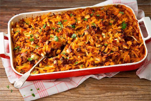 Jauheliha-perunakiusaus Helppo uuniruoka, joka saa makua ja mehevyyttä maustetusta ruokakermasta. http://www.valio.fi/reseptit/jauheliha-perunakiusaus/ #resepti #ruoka