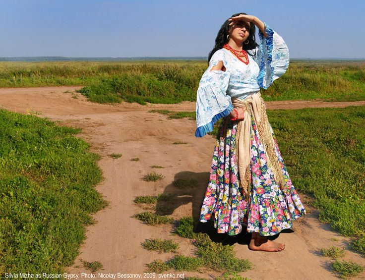 Probably you guessed that a wide-sleeved blouse wasn't Russian Roma's invention — they borrowed it from Kalderash Roma and made it a bit easier. Our women have never looked as exotic as Romanian ones. The principle was — the more decent — the better: arms had to be covered at least to an elbow and no low-necks!
