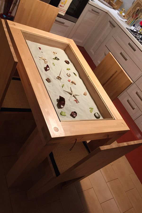Un tavolo che sa di mare! Almeno per Stefania... Invece per chi ama il fresco, qualche pigna e un fiore di montagna! Il tavolo Zen è personalizzabile esattamente come vuoi tu! Le sedie con tatami si chiamano Vertical. [A table that reminds us of the sea! At least for Stefania... For those who like cooler weathers, some pine cones and mountain flowers! The Zen Table is fully customizable! The chairs with tatami mat are called Vertical.] #Cinius