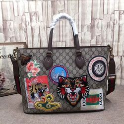 Gucci Courrier Soft GG Supreme Tote 474085   Gucci Outlet Online ... 4fa76d9db5a