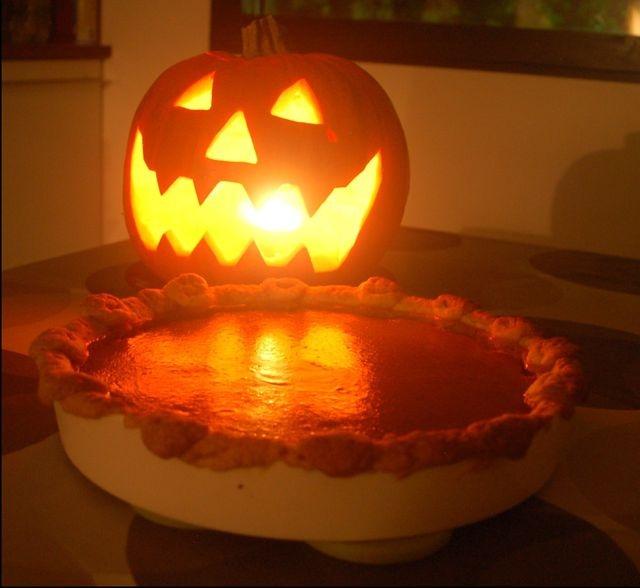 Kurpitsapiiras & kurpitsalyhty - Pumpkin Pie & jack-o-lantern. Reseptin on tehnyt Kotikokki.netin nimimerkki Mariah84
