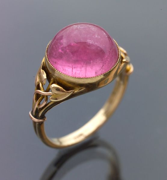 Arts & Crafts pink tourmaline gold ring (c. 1900) – Murrle Bennett & Co Attrib.