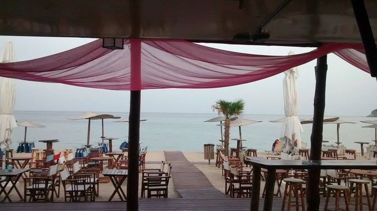BEACH - BAR (photo by Helen Kokkinou)