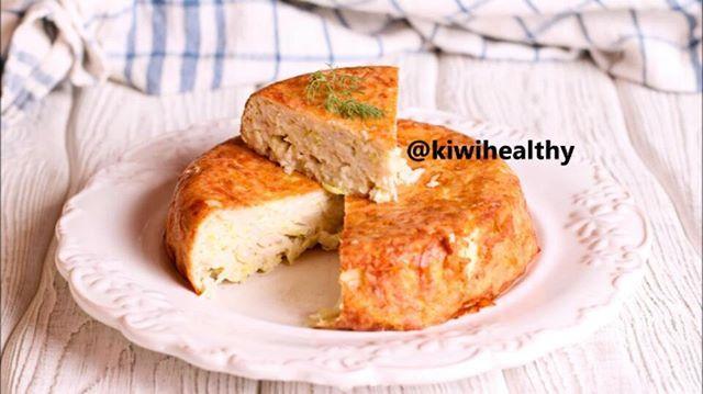 Доброе утро 😉 ловите рецепт запеканки с кабачками и сыром! Просто и вкусно 😊 На 100 г: ~ 106 ккал  БЖУ: 8/5/8  На форму диаметром 12 см.  1 кабачок (около 200 г)  1 яйцо  50 г сыра (на крупной терке) 1 ст.л. гречневой муки или любой другой  соль, специи по вкусу