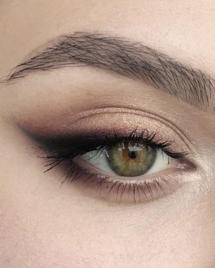 Eyeshadow Cat Eye Smokey Eye With Brown Accents Green