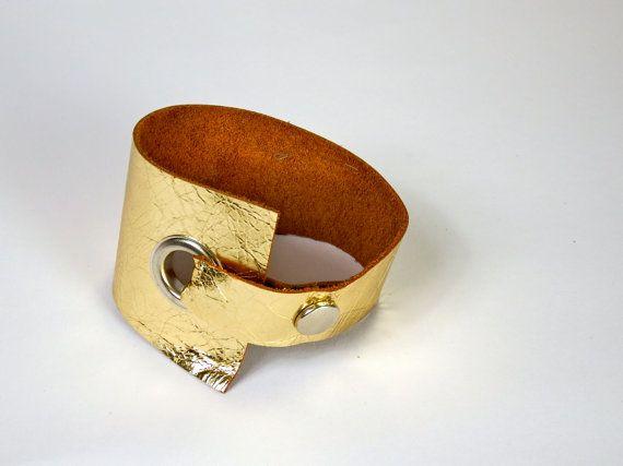 Lederarmband gold, leather bracelet golden, asymmetrisch, mit 15mm großer Öse und Druckknopf in silber, with eylet and press button