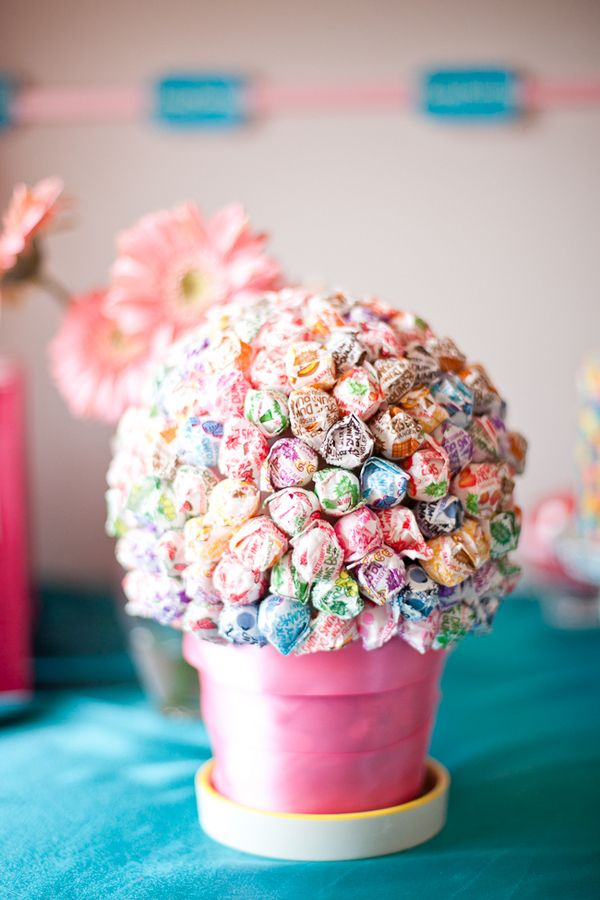 Lollipop Bouquet -- for the kids table instead of flowers!!!