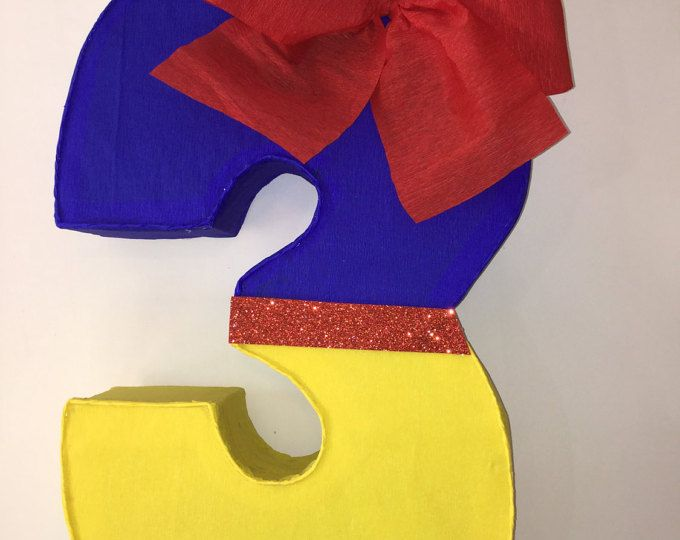 Piñata inspirada en Blanca Nieves numero 3