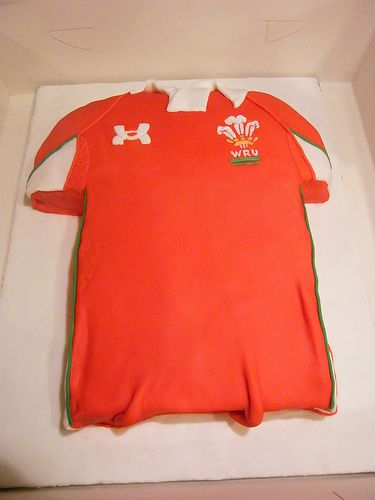 Wales rugby shirt cake
