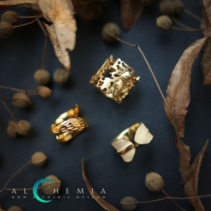 The Bark ring. Gilded silver. The Leaf ring. Gilded silver. The Shaving ring. Gilded silver. Handmade by Alchemia Jewellery.