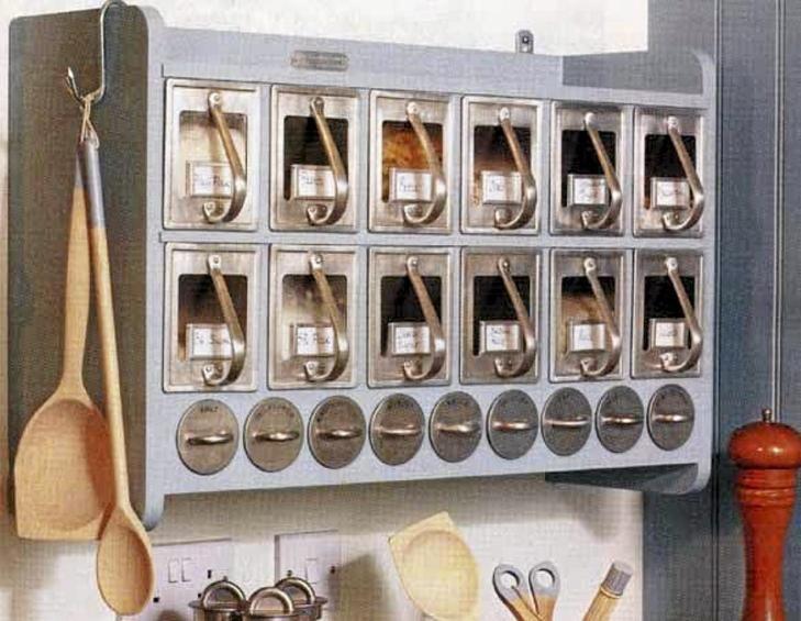 LANDLIG KJØKKEN: Liker du en landlig stil kan denne kjøkkenhyllen nå bli din for 4 900 kr, satt ned fra 6900 kr. FOTO:Produsent