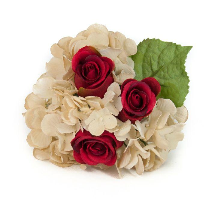 Complementos de flamenca. Ramillete de hortensias colores champán combinadas con tres rosas rojas. Champagne-colored hydrangea styled in a mini bouquet arrangement with three red roses.
