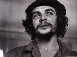 Ernesto Guevara (Rosario, 14 de mayo o 14 de junio de 19281 - La Higuera, 9 de octubre de 1967), conocido como Che Guevara, fue un político, escritor, periodista y médico argentino-cubano,2 uno de los ideólogos y comandantes de la Revolución cubana (1953-1959).
