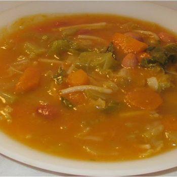 Sopa de abóbora, feijão e couve