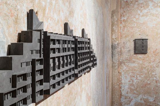 Zhanna Kadyrova, Untitled, 2016, cement, gypsum, armature, 67 x 116 cm. Galleria Continua San Gimignano, 2016. Photo by Ela Bialkowska