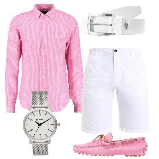 Camicia rosa in lino, con fantasia a righe, di Polo Ralph Lauren, abbinata a bermuda di colore bianco. Completo il tutto con splendidi mocassini sempre sul rosa, cintura bianca in pelle con fibbia e orologio in acciaio inossidabile. Un look fresco e trendy, perfetto per le calde giornate estive al mare o in città.