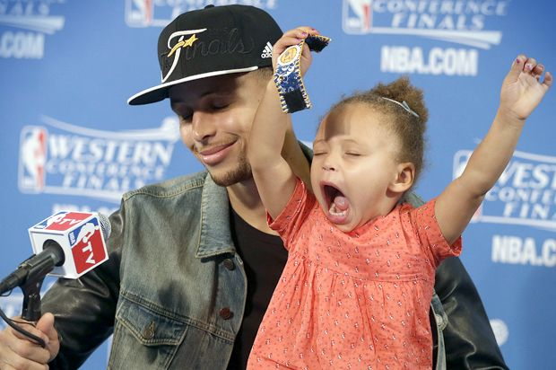Hoops sensation brings daughter to post-game media session. Sports writers hate it. Sports writers are loathsome. (I LOVED THIS)