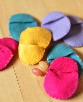 better start sewing now. these are cute alternative to plastic eggs and they are easy to store.Plastic Eggs, Felt Eggs, Small Wonder, Felt Easter, Scrap Fabric, Easter Eggs, Eggs Hunting, Easter Ideas, Eggs Pocket