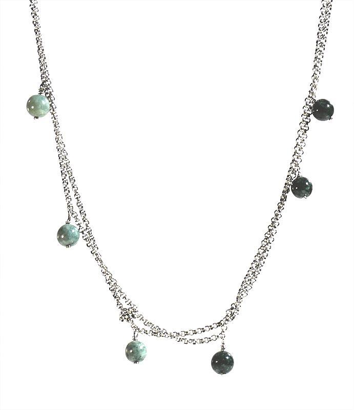 Exklusive Jadeite halsband med 9 st Jadeitestenar. Halsbandet är funktionellt och kan bäras i olika längder genom att vira silverkedjan.