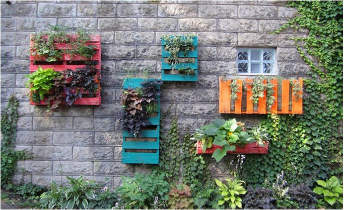 Simple Wood Pallets Can Be Used For 14 Things You Probably Didn't Think Of -