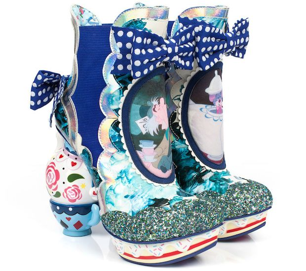 Uma marca de sapatos usou o clássico Alice no País das Maravilhas para criar uma coleção. Os modelos são tão malucos quanto se poderia imaginar!