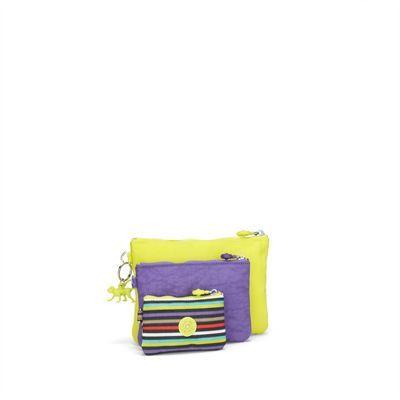 IAKA Estuches Iaka de Kipling. Con este sensacional trío podrás mantener los artículos pequeños separados y organizados. El conjunto Iaka incluye tres estuches de colores complementarios en tamaños perfectos para monederos, monedas, maquillaje, llaves, teléfono, tarjetas y otros artículos esenciales.