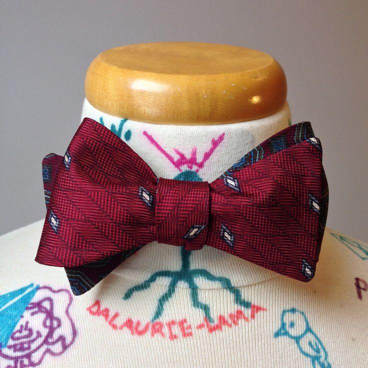 Noeud papillon classique à nouer - réversible rouge motif diagonale et motif fleuri bleu de la boutique MorinNoeudPap sur Etsy